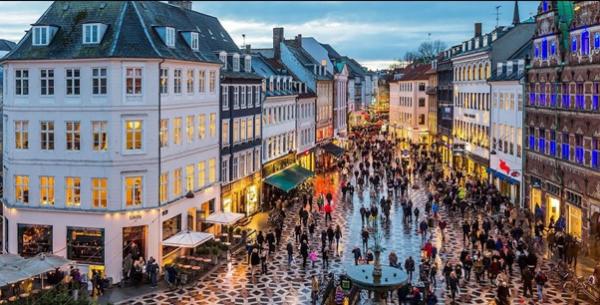 Phố đi bộ Stroget, một trong những điểm mua sắm hấp dẫn của thành phố Copenhagen, Đan Mạch